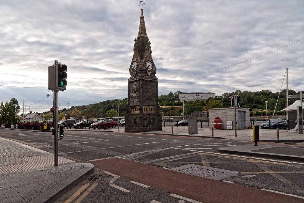 THE FOUNTAIN CLOCK ON WATERFORD QUAYS 002