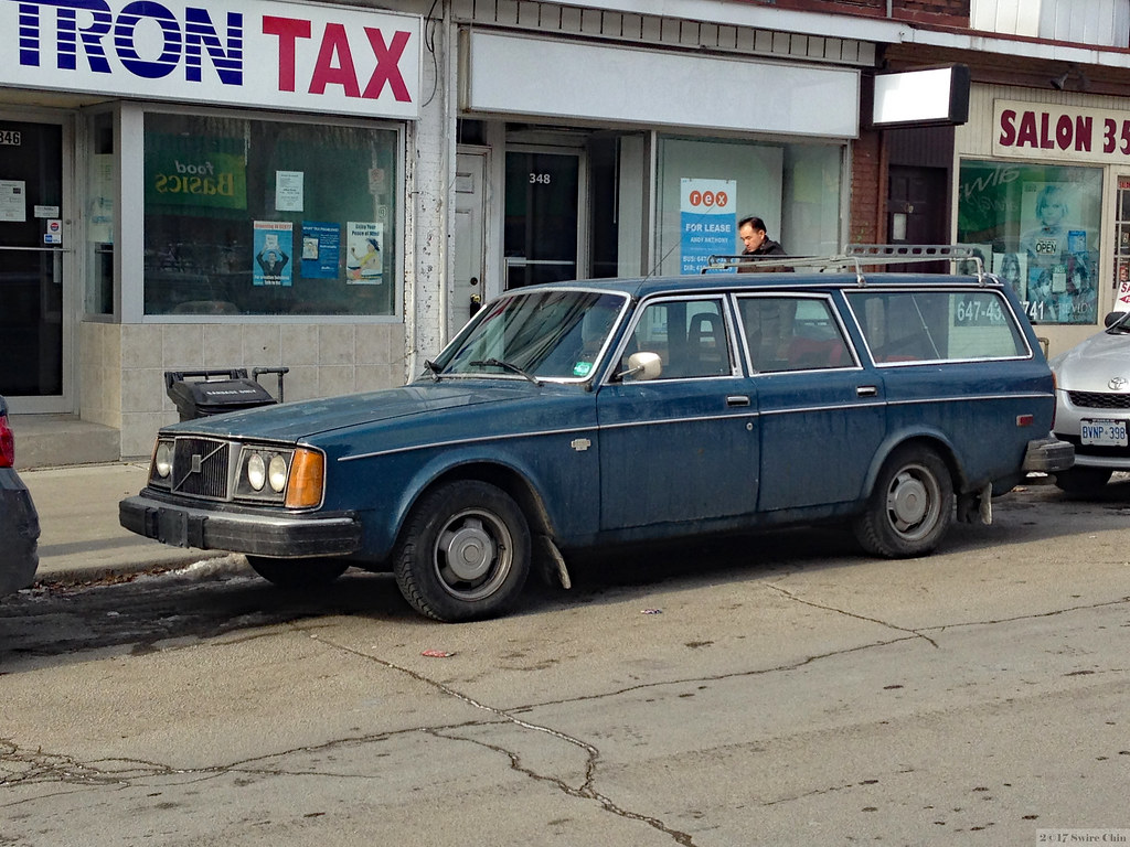Old Volvo Station Wagon Is This A Volvo 265 It S On The B Flickr