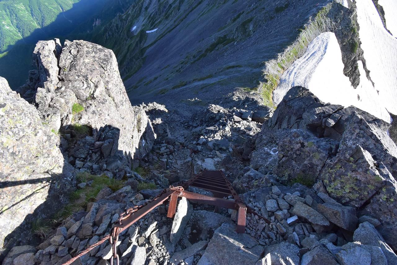 中岳山頂直下のハシゴ