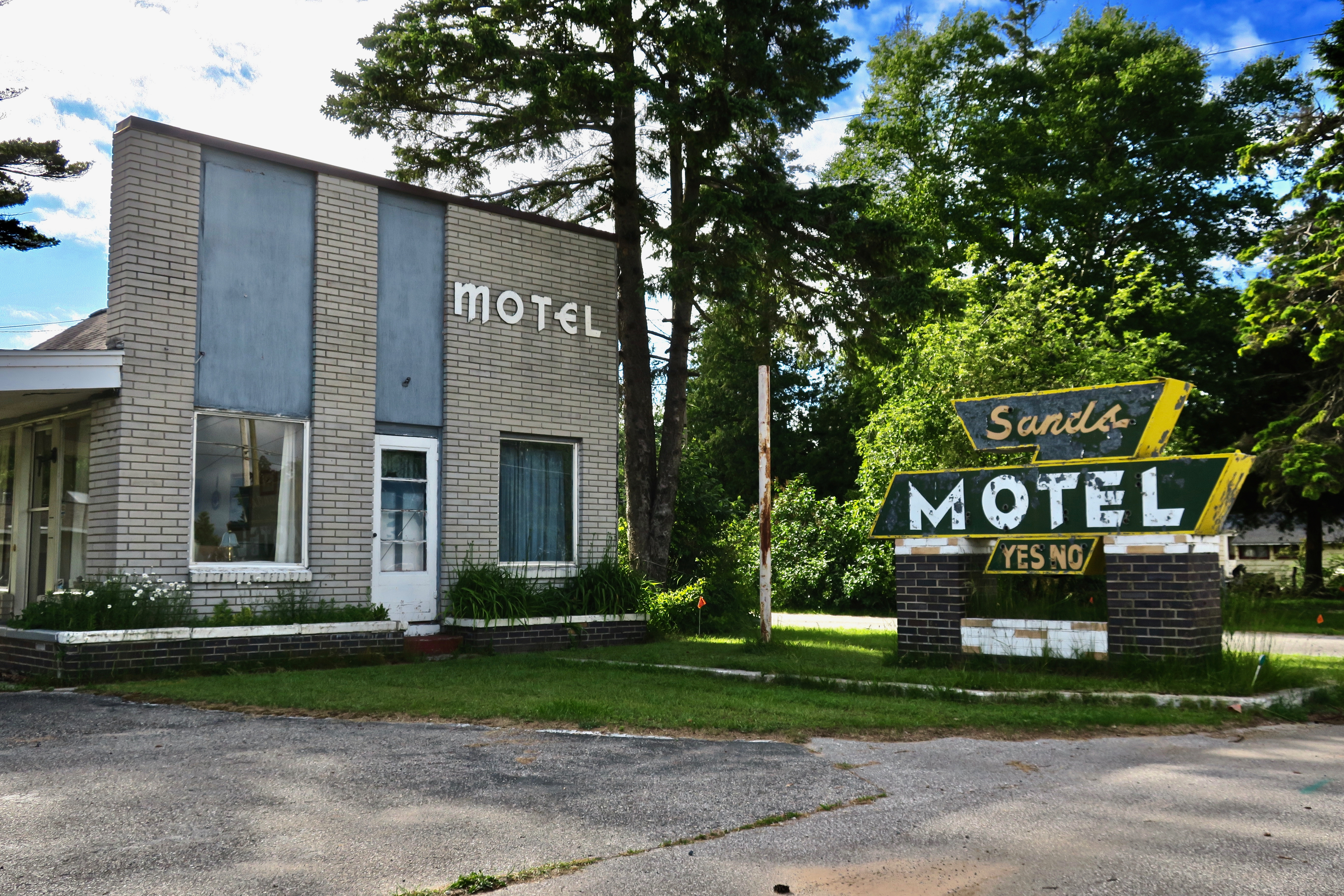 Sands Motel - Saint Ignace, Michigan U.S.A. - July 1, 2017
