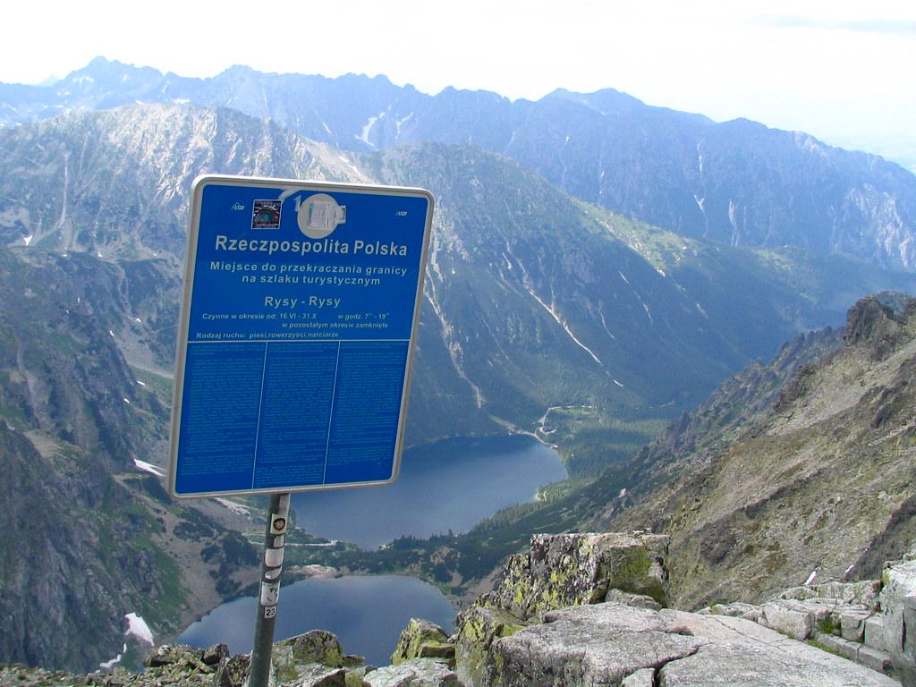 22 Eye-Opening International Borders From Around The World |Slovakia Borders