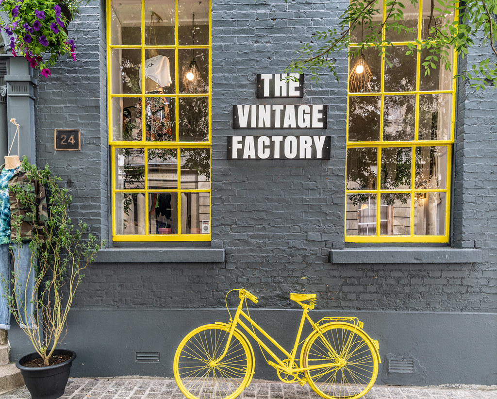 YELLOW BICYCLE OUTSIDE THE VINTAGE FACTORY 002