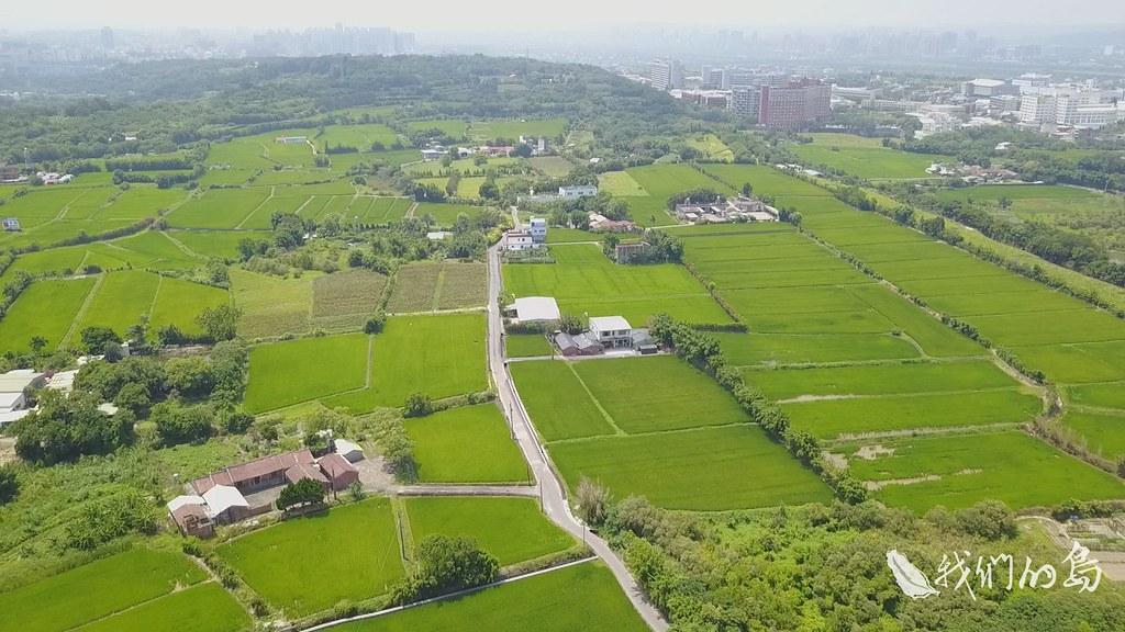 00966-3-57s台灣面臨農地蓋工廠的問題新竹竹東卻在廣大工業地上,種滿農作,形成特殊的景象。