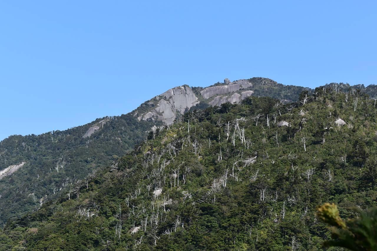 モッチョム岳から見えた巨岩