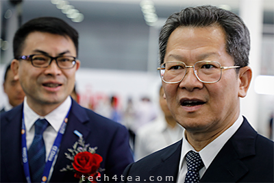 From right: Guest-of-Honour for the opening of CE China 2018, Chen Biao (Shenzhen Vice Mayor) with Dai Fengjun (EVP, South China, Suning.com Group).