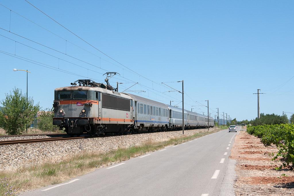 ... TER 17488 à Cuers   by Trains-En-Voyage