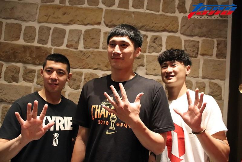 陳世杰(圖左起)、林金榜與彭俊諺都拿下生涯第5冠。(林志儒/攝)