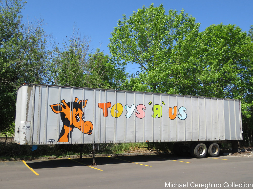 Old Toys R Us Trailer From The Past Local Toys R Us Stor Flickr