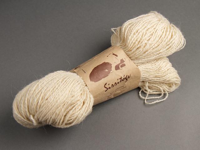 Destash yarn: Sirri Sirritógv 2 ply sport/light DK weight Faroese pure organic wool yarn 100g – Natural White