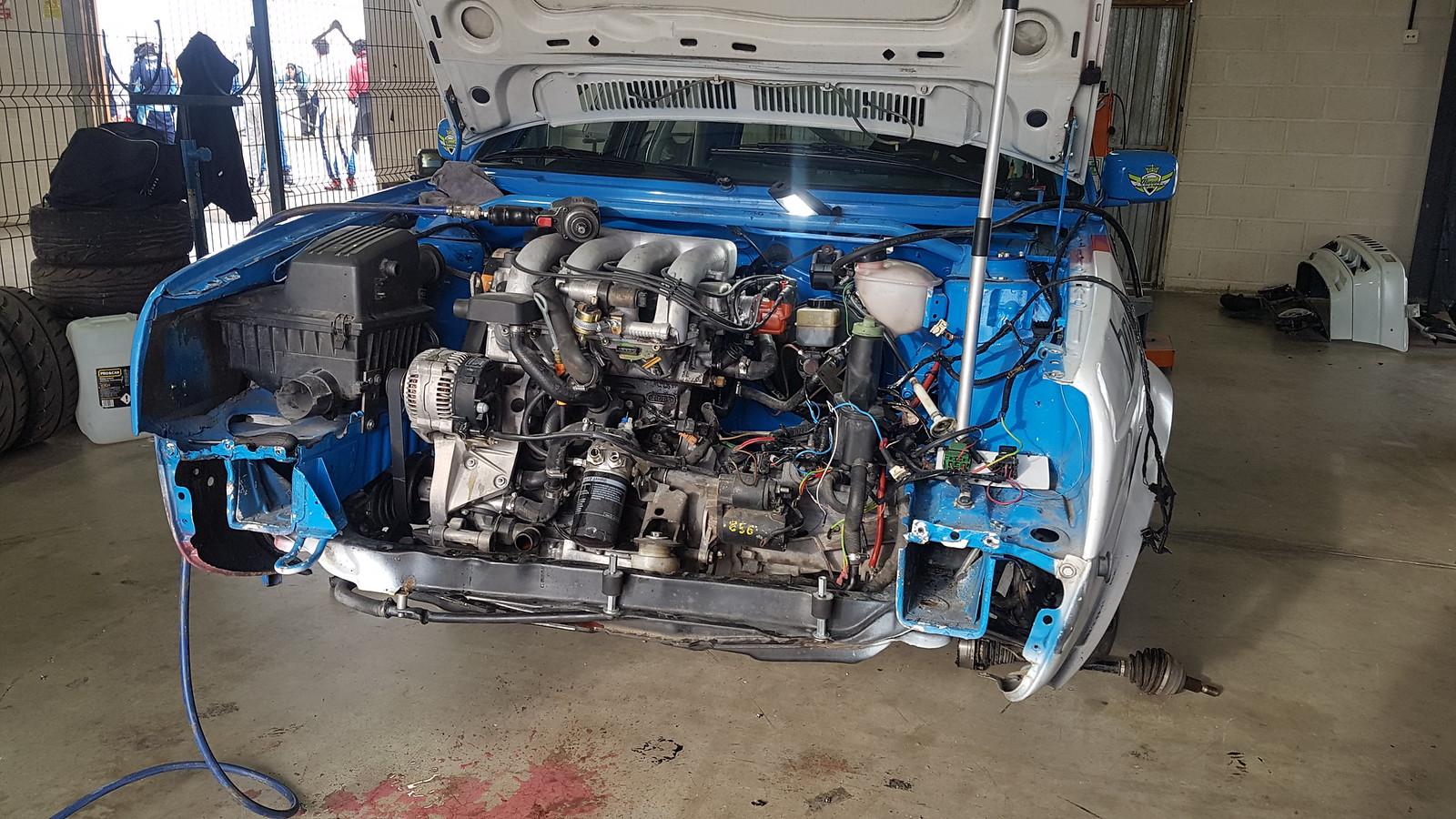 Listos para extraer el motor roto