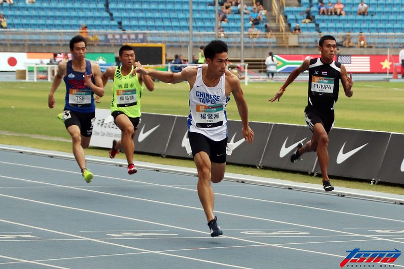 楊俊瀚在田徑公開賽預賽中跑出破全國紀錄的成績,但卻因風速超標而不列入計算。(林志儒/攝)