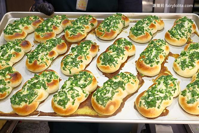 42165354191 57d936378e b - 台中藏阿胖-羅芙青蔥麵包 | 一出爐秒殺狂掃30個,每日限量1500個、二小時就完售!