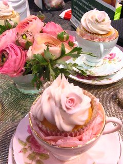 tea party cupcakes (for bridal fair) | by kylie lambert (Le Cupcake)