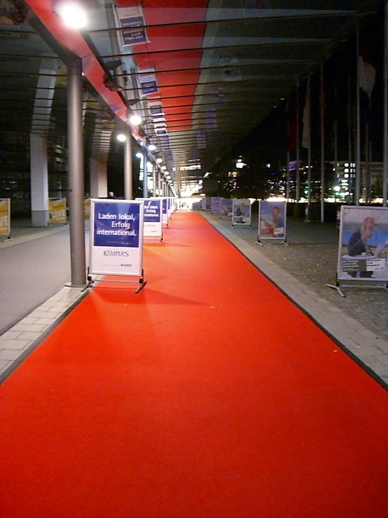 Roter Teppich  Der Gang vom MesseEingang (ICM) zur U