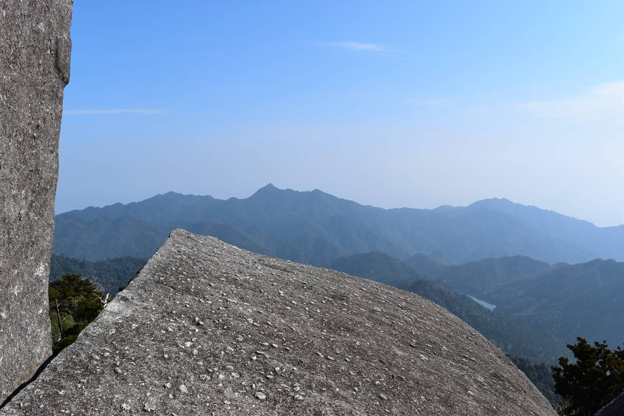 太忠岳山頂