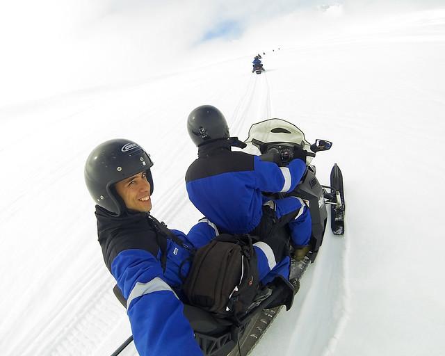 En moto de nieve por el glaciar Myrdalsjökull