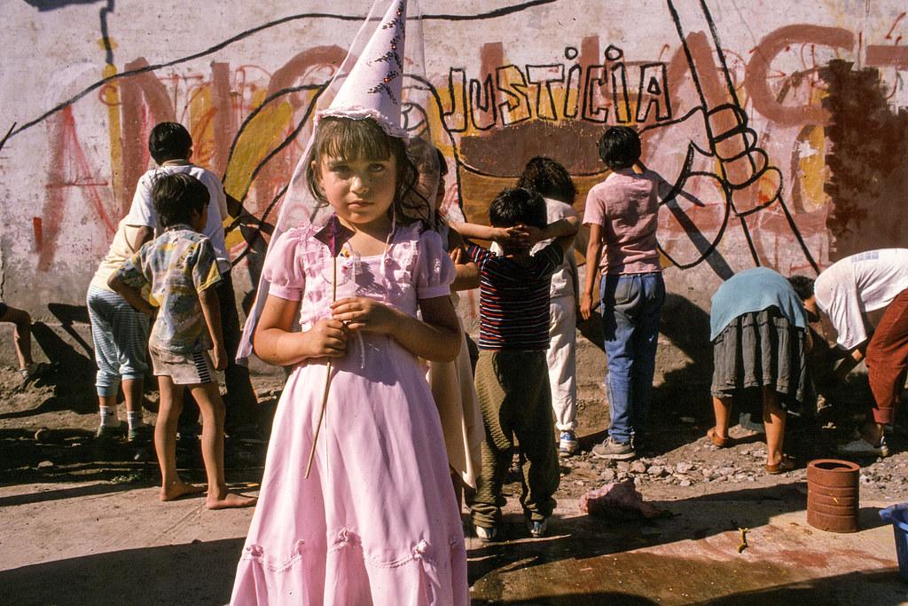 justicia en La Victoria shanty, Santiago, 1989 | by Marcelo  Montecino
