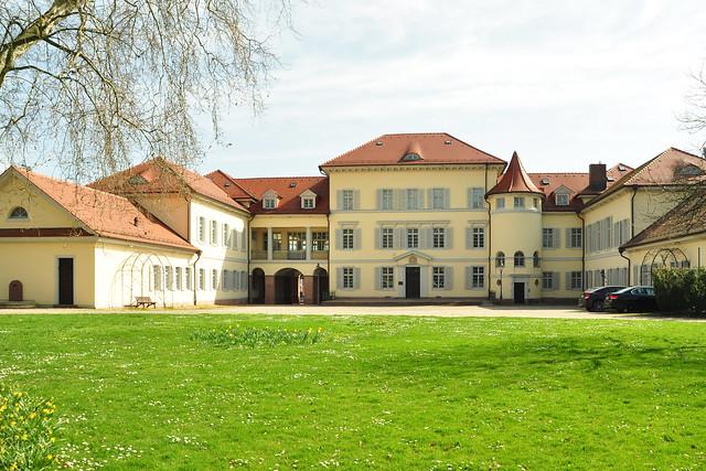 Kleine Schlösser rund um Mannheim 3: Das Graf-von-Oberndorff'sche Schloss in Neckarhausen ... Foto: Brigitte Stolle