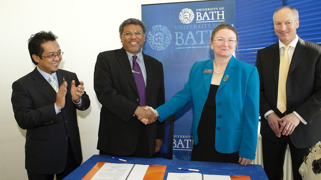 L-R: Deputy Minister for Youth & Sports of Malaysia, Razali Ibrahim; Director General of ISN, Dato' Dr Ramlan Abdul Aziz; University of Bath Vice-Chancellor, Professor Glynis Breakwell; and University of Bath Director of Sport, Stephen Baddeley.