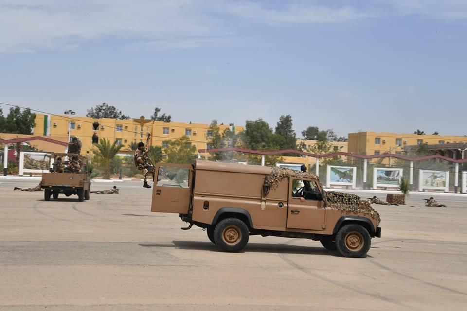 موسوعة الصور الرائعة للقوات الخاصة الجزائرية - صفحة 63 42087791322_0a8a8a2850_o