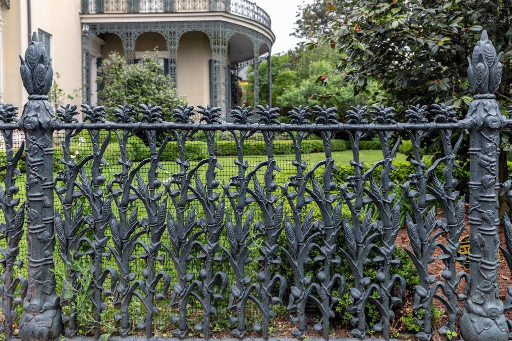 Happy Fence Friday ! | We took a walking tour through the be… | Flickr