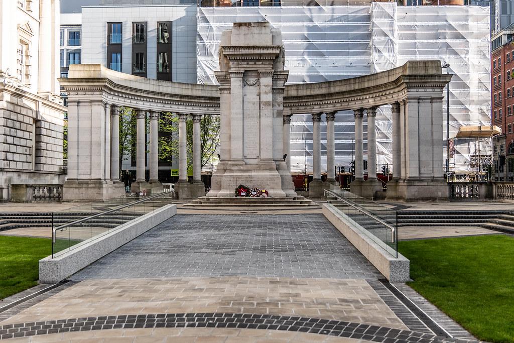 THE BELFAST CENOTAPH - WAR MEMORIAL [BELFAST CITY HALL] 004