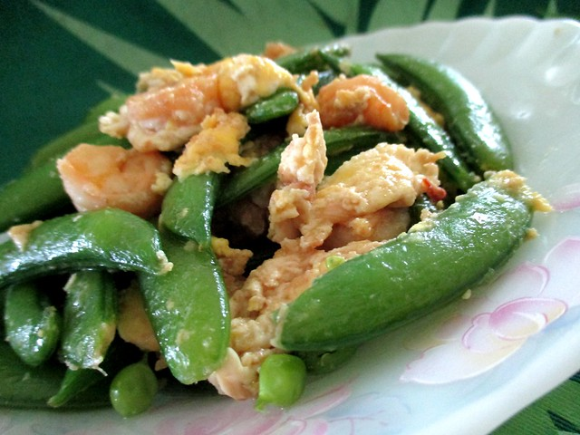 Snap peas with prawns and egg 2