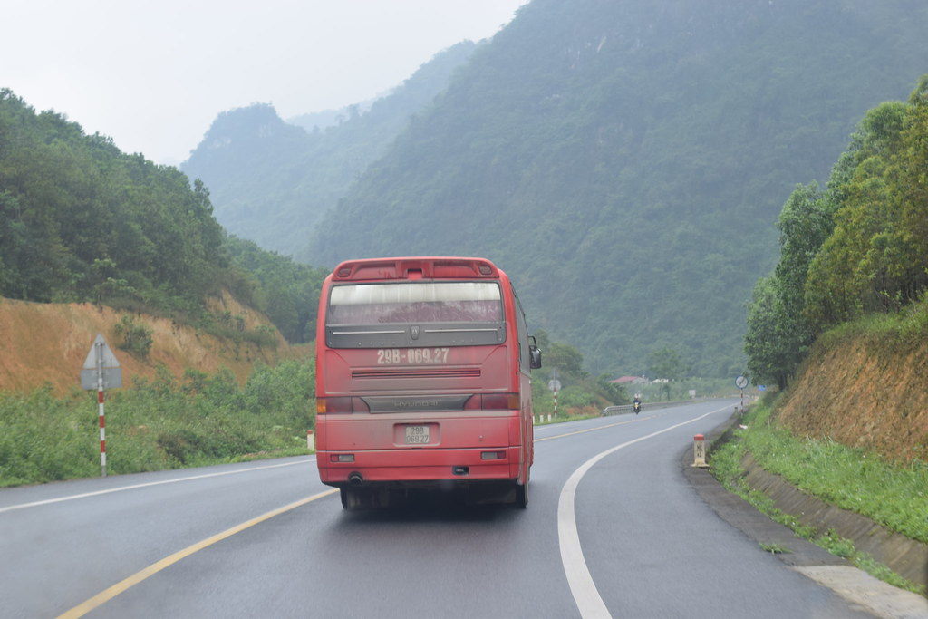 Đoàn xe SVCG Phát Diệm trên đường đến nhà thờ Nà Phặc
