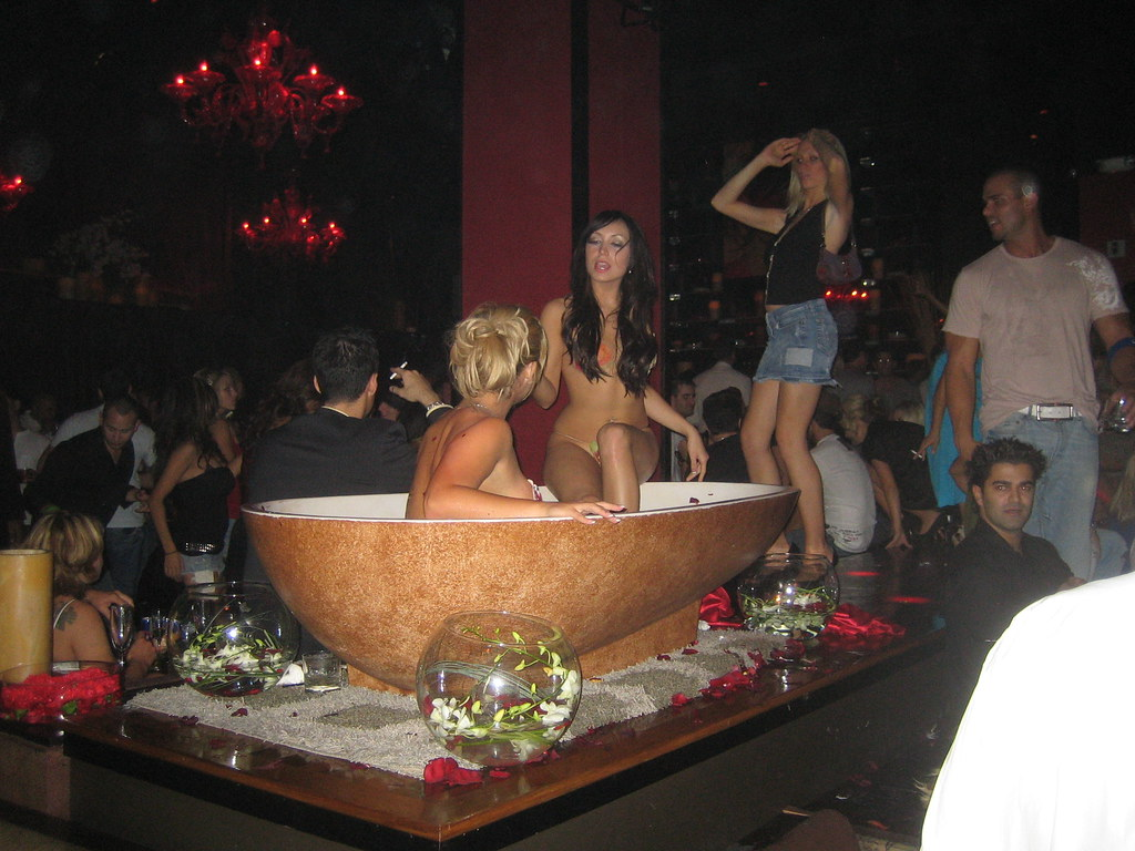 Girls In Tub Tao In Las Vegas Matthias Zeller Flickr