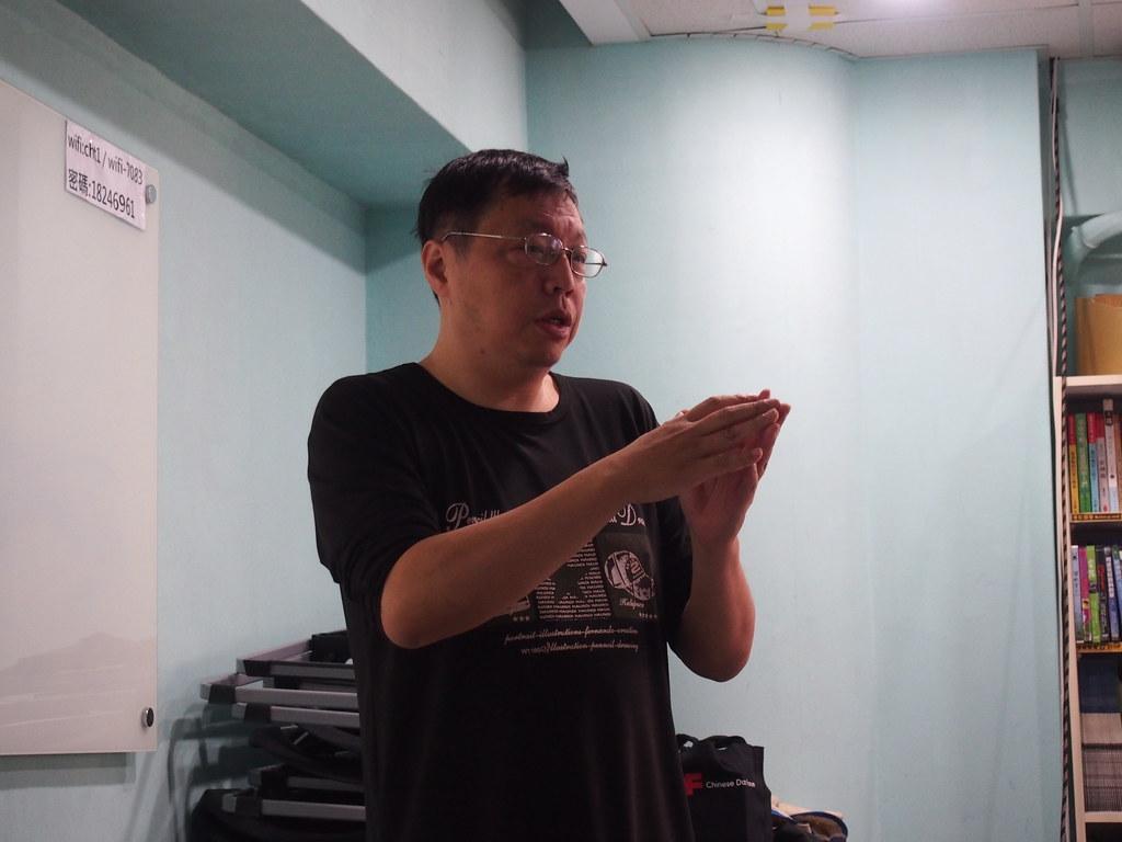 綠色公民行動聯盟理事賴偉傑分享台灣廢棄物進程。攝影:陳宣竹。