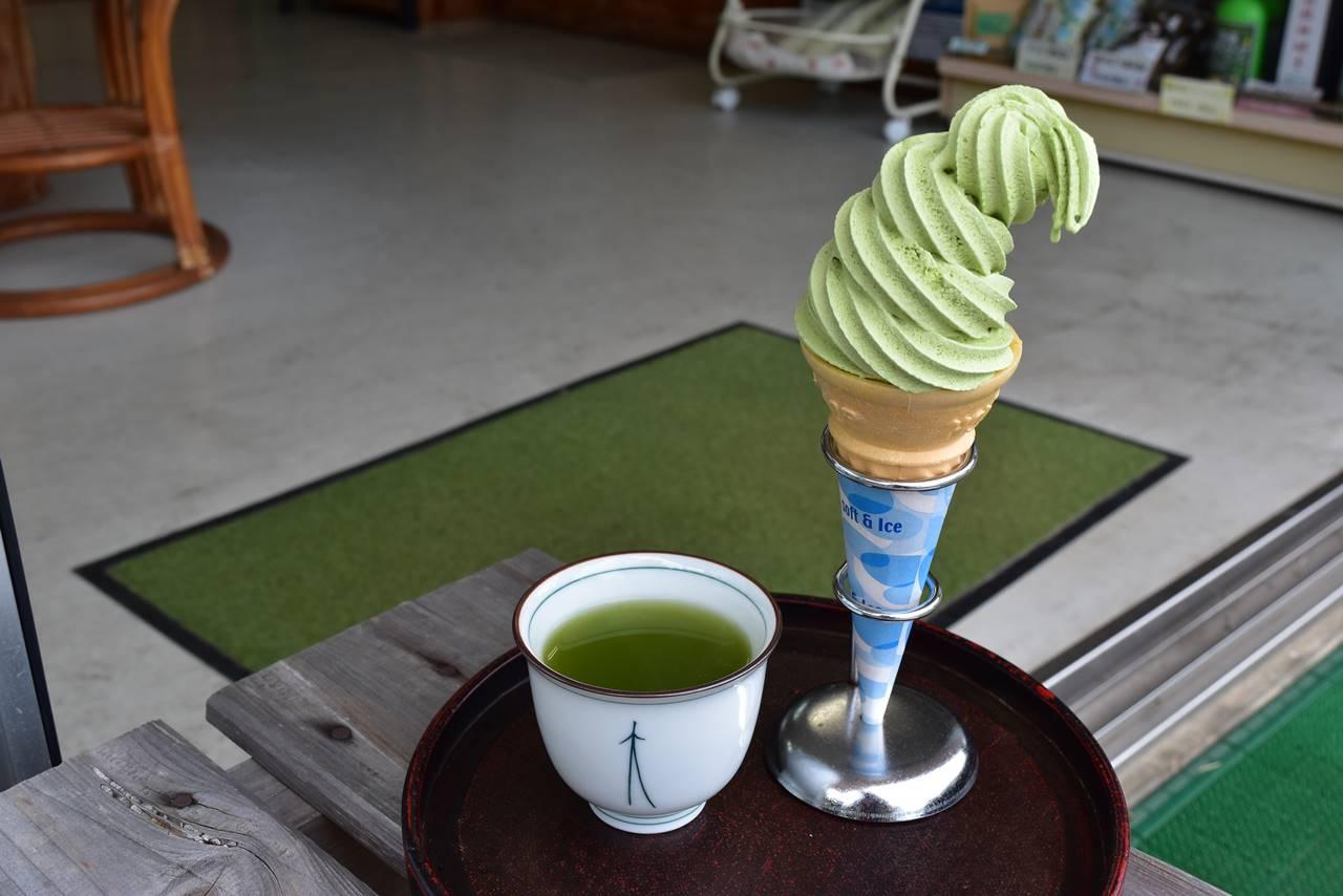 八万寿茶園の抹茶ソフト