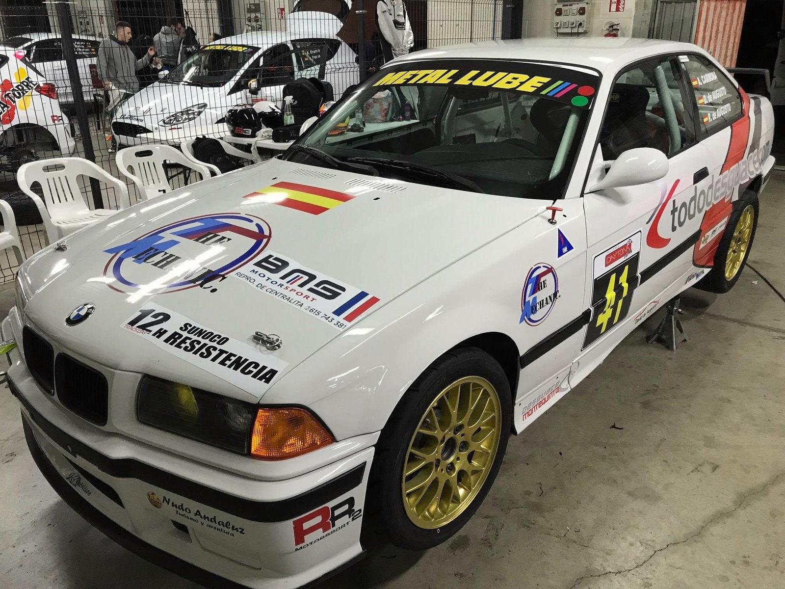 BMW 325i del equipo De Augusto Carreras