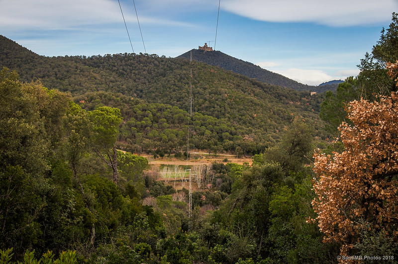 Tendido eléctrico por la Serra de Can Pelló