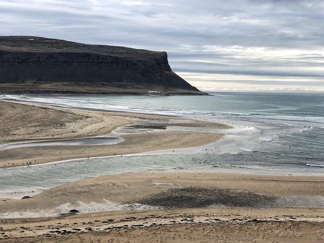 Playa de los fiordos del oeste cercana a Látrabjarg (Islandia)