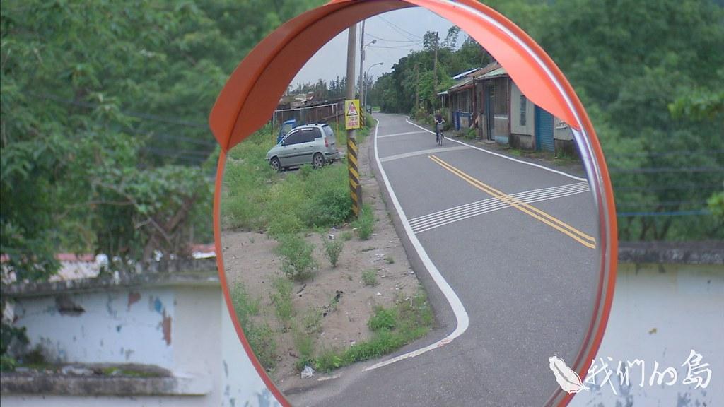 954-3-1S花蓮193縣道旁低矮房社,路口掛著「小心貓,請減速」的標示未來很可能改變