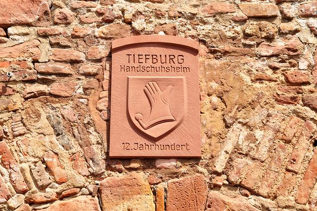 Die Tiefburg, eine mittelalterliche Wasserburg, in Heidelberg-Handschuhsheim ... Foto: Brigitte Stolle, Mai 2018