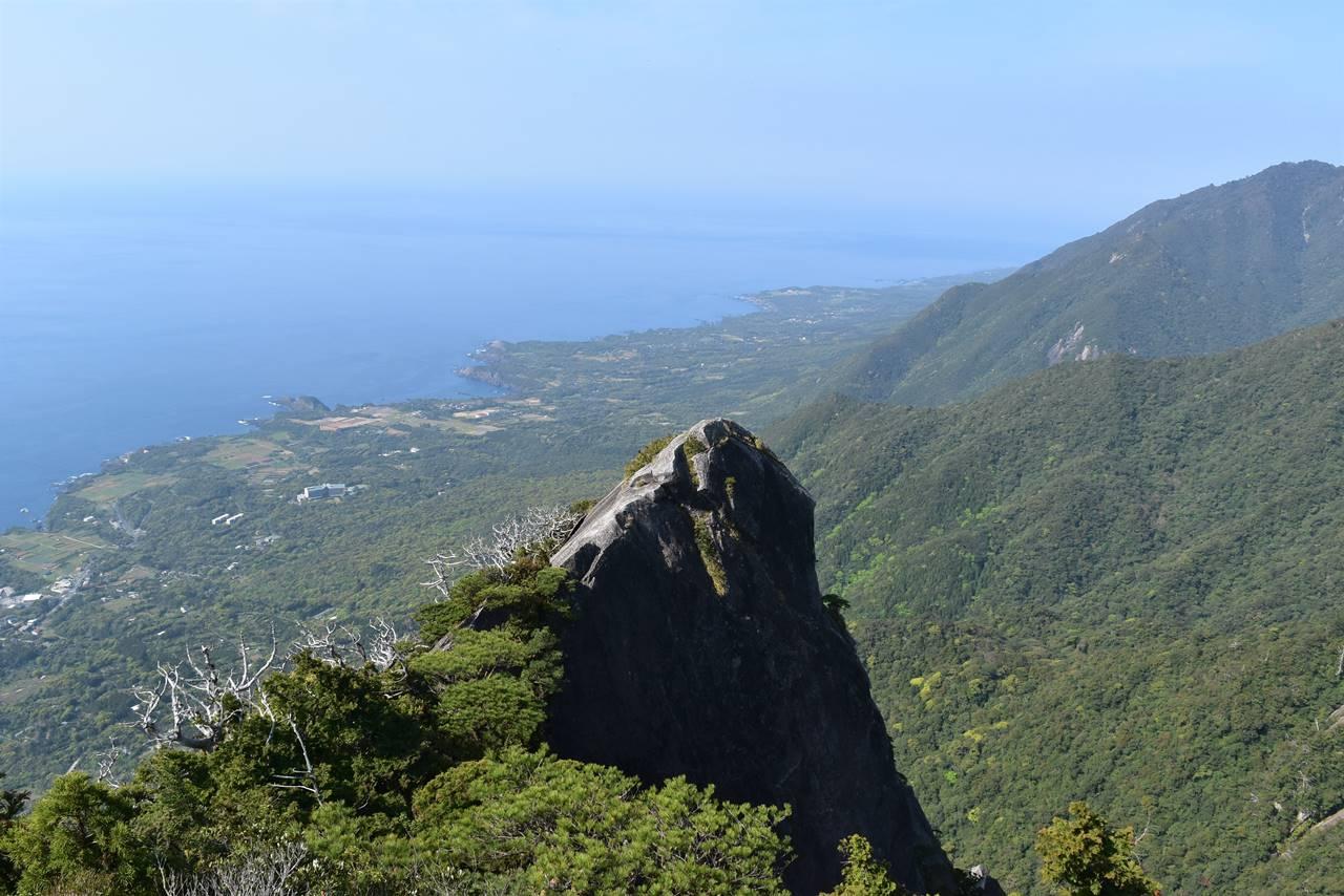 モッチョム岳の巨大な岩