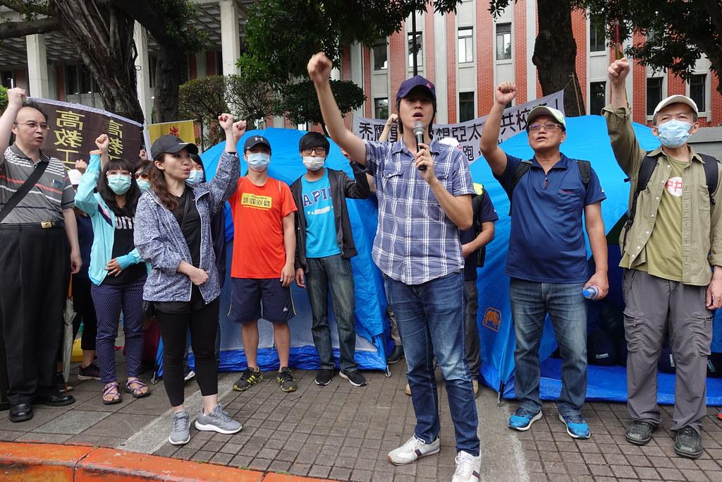 高教工會和亞太師生搭棚夜宿教育部抗議。(攝影:張智琦)
