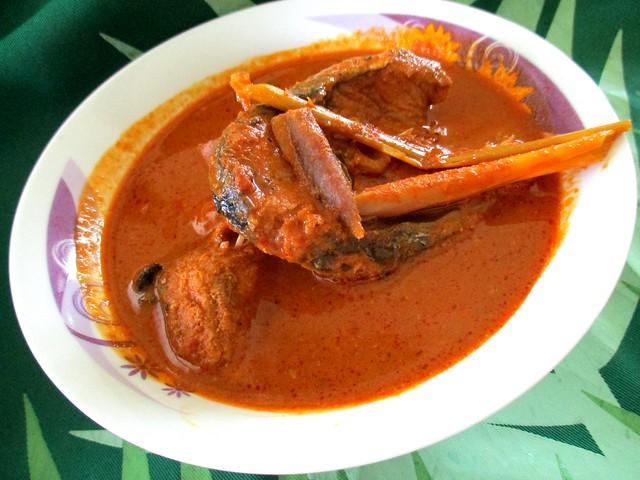 Pasar Ramadan fish curry 1