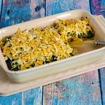 Spinat-Quinoa-Gratin mit Käse-Tortilla-Kruste