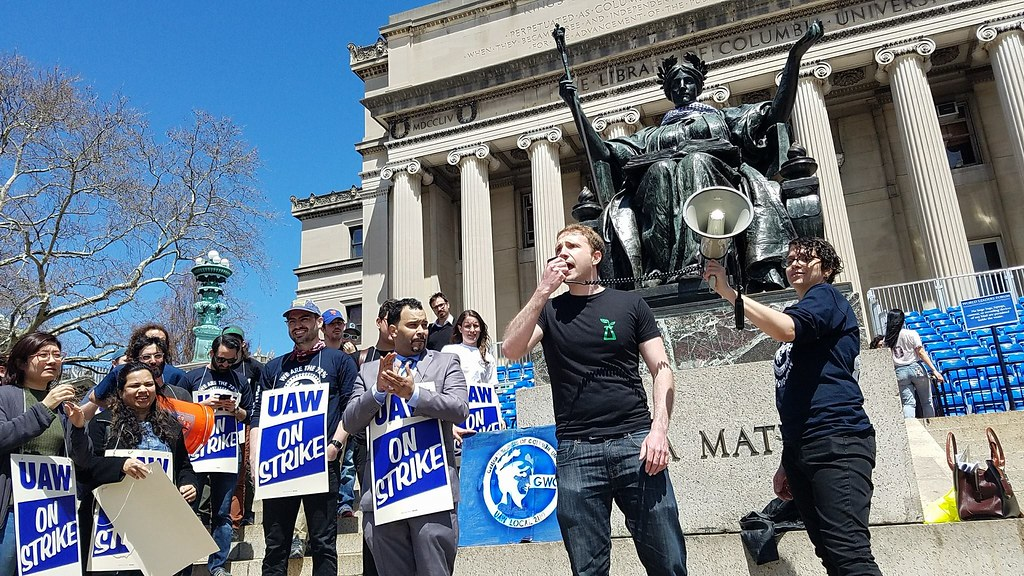 哥大兼任助理罷工期間在校內廣場聚集。(GWC-UAW提供)