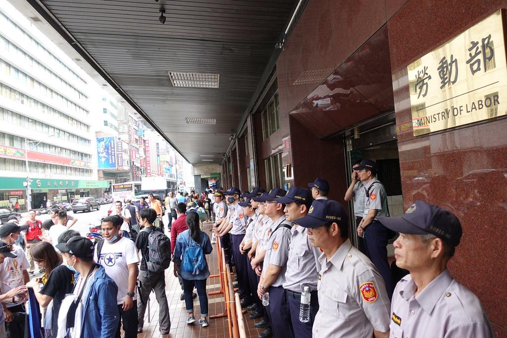 劳动部日前搬家到馆前路上,今日遭逢搬迁后第一场抗议。(摄影:张智琦)