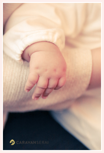 赤ちゃんの手のアップ写真