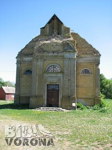 Сокіл. Костел Петра і Павла. Зверху - фігура Божої Матері.