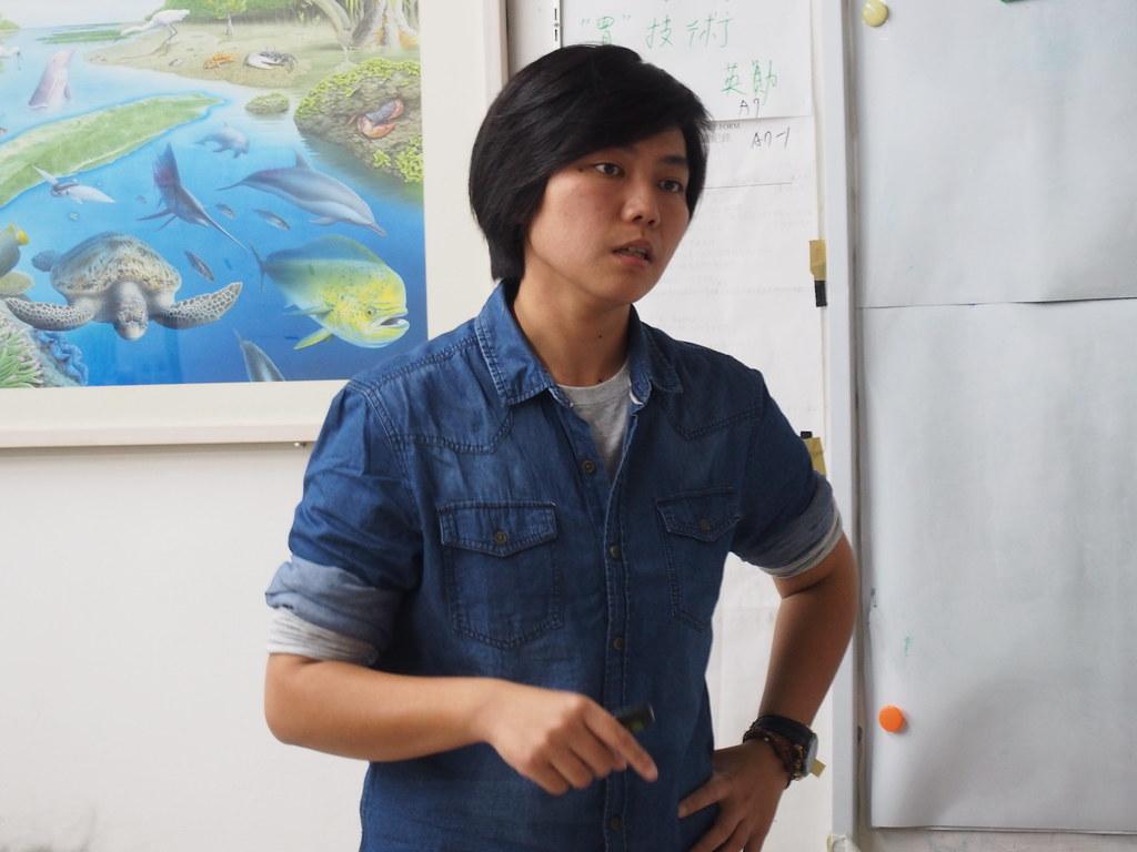 台灣環境資訊協會海洋小組陳姿蓉,分享NGO團體與公部門一同運作的「海廢治理平台」。攝影:陳宣竹。