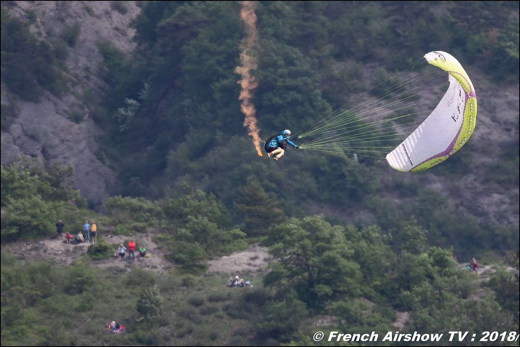 Démonstration de voltige en parapente , Meeting Aérien Gap-Tallard 12 mai 2018 - Alpes-Envol , Association AGATHA , Canon EOS , Sigma France , contemporary lens , Meeting Aerien 2018