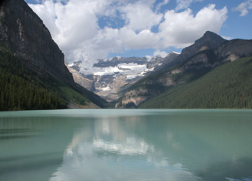 how to get to lake louise from vancouver