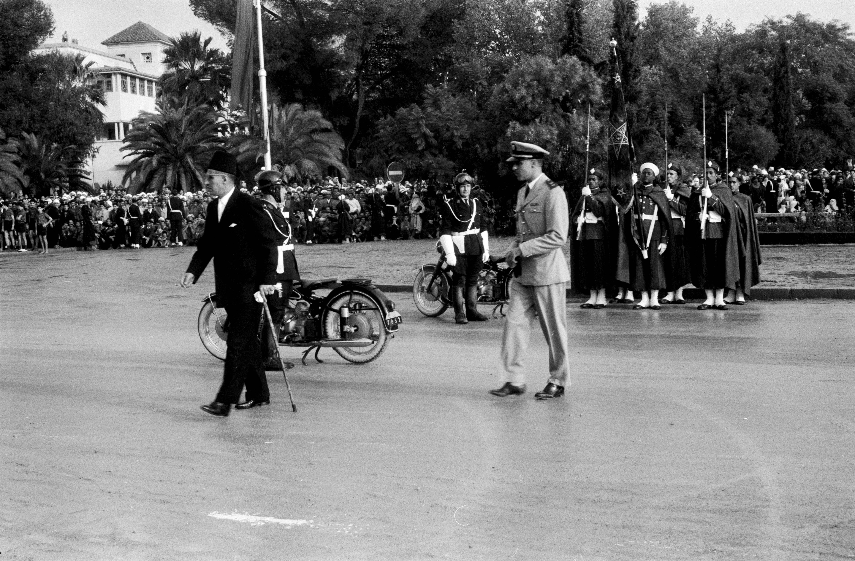 Defilé des FAR à Fès le 18 novembre 1957  41375408924_8bd29cbf0f_o