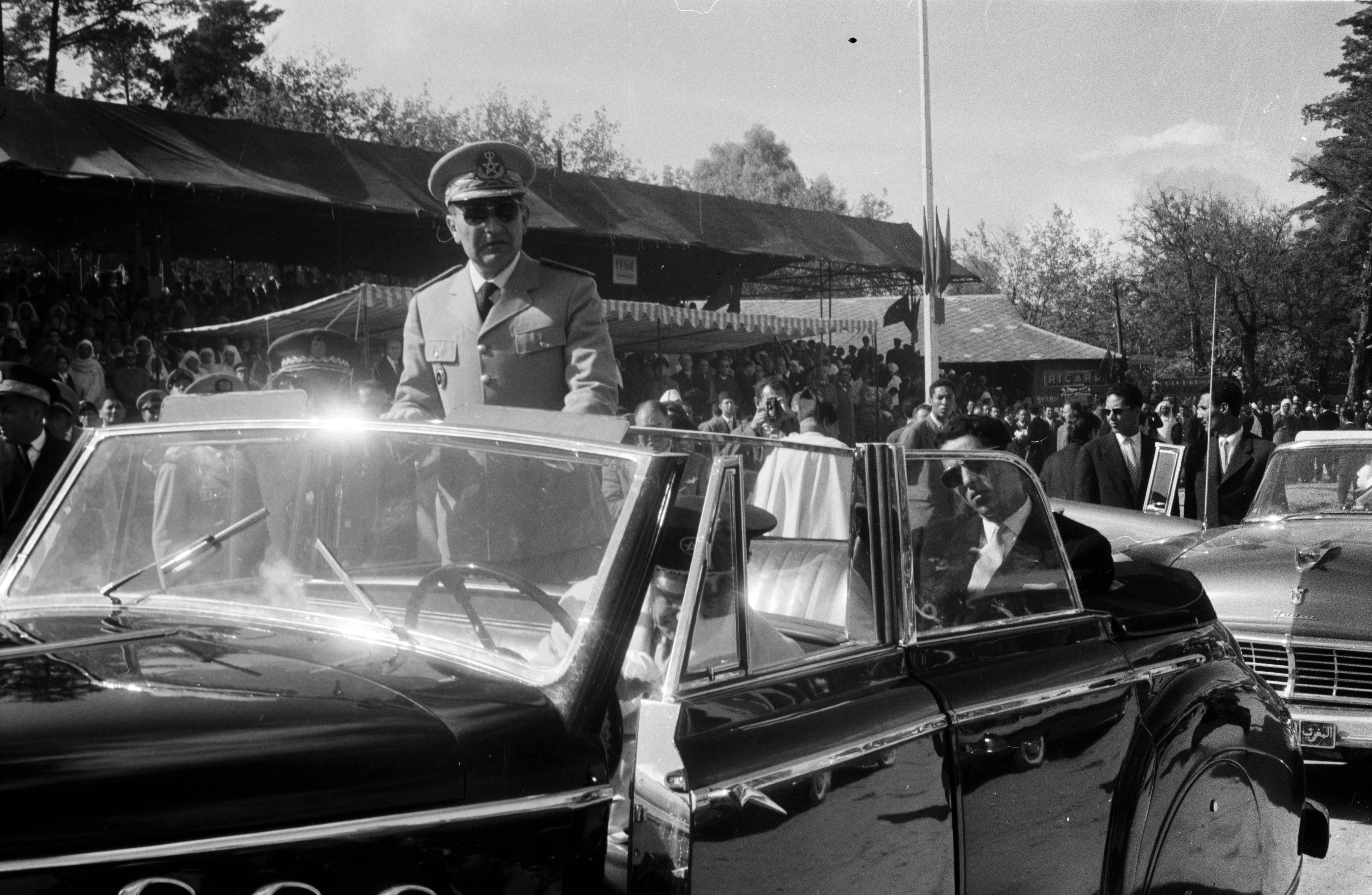 Defilé des FAR à Fès le 18 novembre 1957  41375408434_b1e2930ae8_o