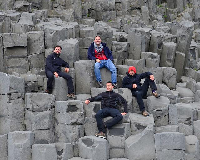 Acantilados de basalto de la playa de Vik